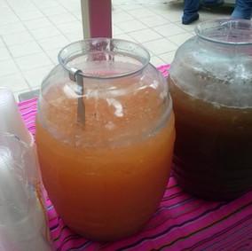Garrafas de agua fruta natural