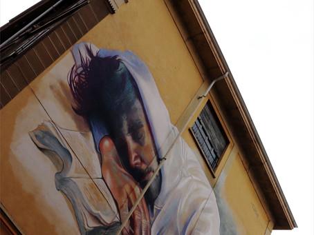 Il ragazzo che dorme. Un murale di Torino di cui non so l'autore