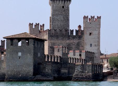 """Sirmione. La """"perla"""" del Lago di Garda dal sapore di mare e limone."""