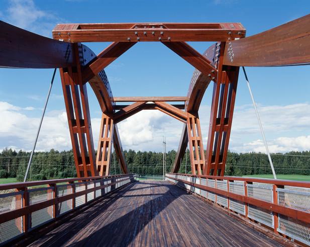 Light traffic bridge, Toijala, Photographer: Mikko Auerniitty; Designer / Manufacturer: Tuomo Poutanen