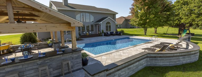 Concrete-Pavers-Perfectly-Suited-to-Pool