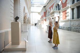 AULA DE GINÁSTICA NO METROPOLITAN MUSEUM EM NY