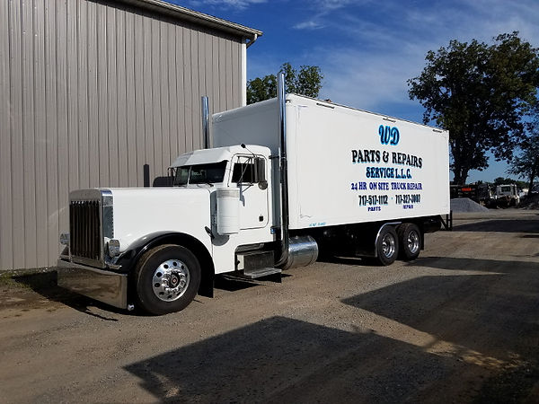 Service Trucklow rez.jpg