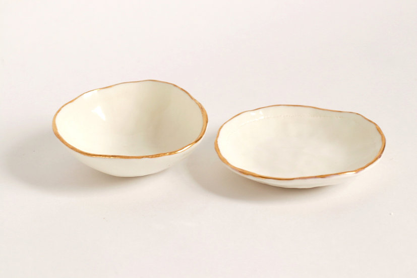 Porcelain and gold lustre dishes