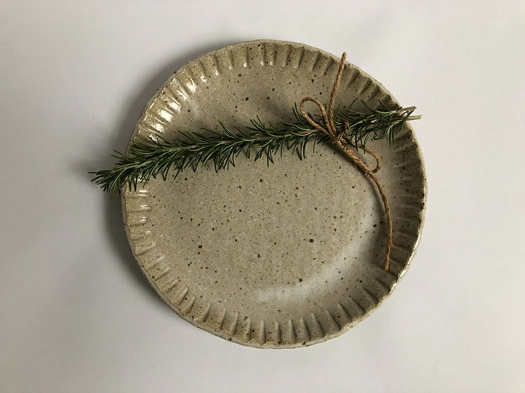 Plate with edge detail