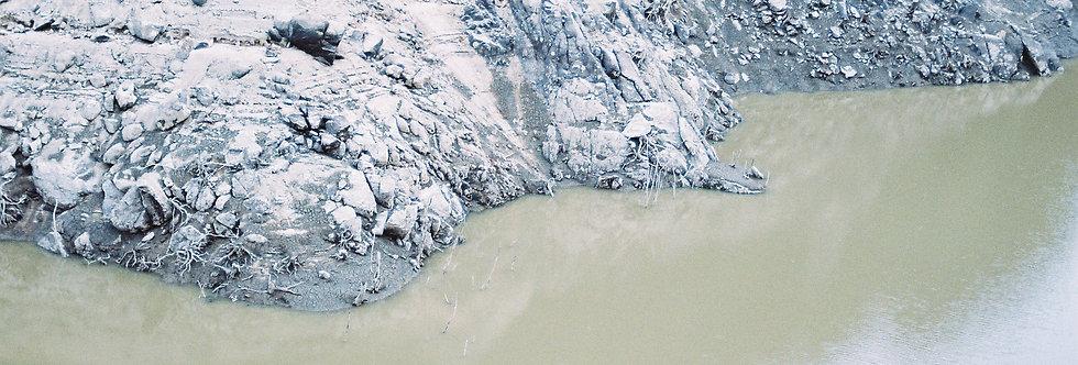 福岡・ダムが干上がる様子