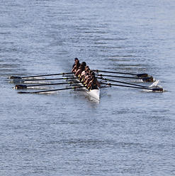 AHNRC High School Women's 8+ (B) Coming To The Second Bridge