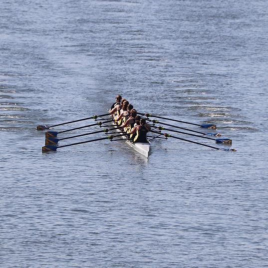 AHNRC High School Women's 8+ (A) Coming To The Second Bridge