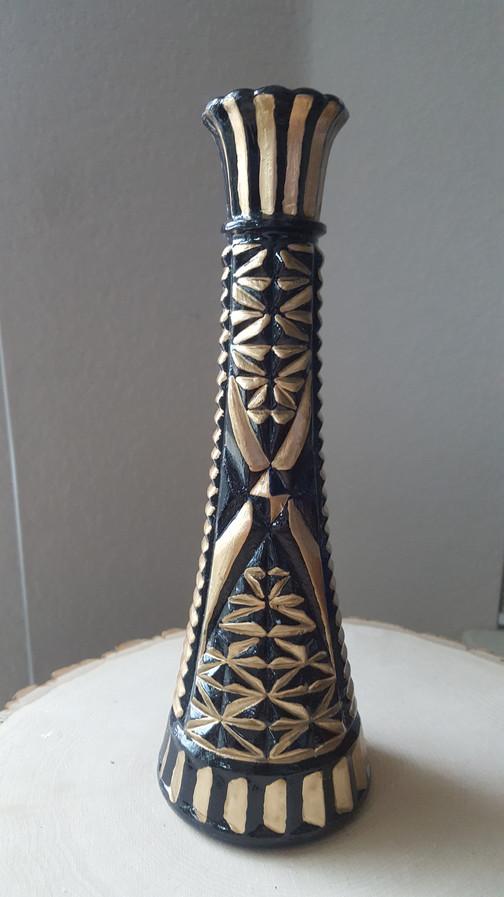 1 garage sale vase, black paint, liquid gold, gas mask