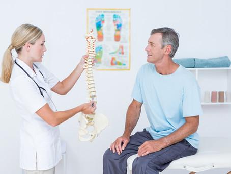 Douleur au dos: vous avez peut-être une sténose spinale. Conseils et exercices.