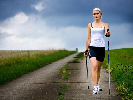 La marche nordique: encore mieux qu'une assurance santé!