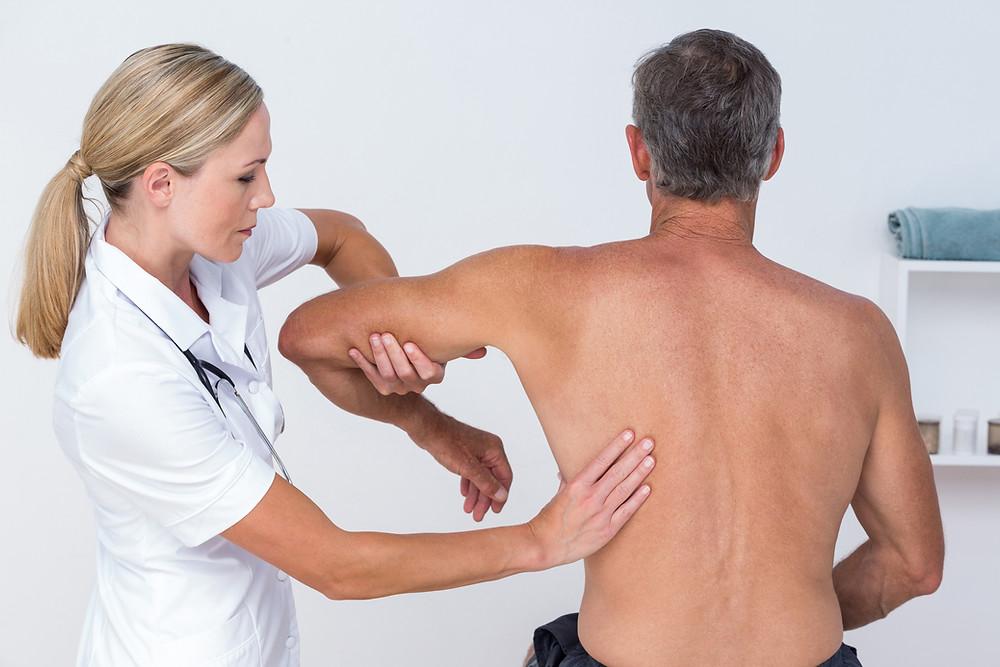 Le physiothérapeute Denis Fortier donne des conseils sur les calcifications à l'épaule.