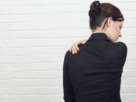 Soulagez vos douleurs entre les omoplates: conseils et exercices