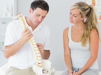 Douleur au dos: êtes-vous aux prises avec une scoliose? Tests et conseils