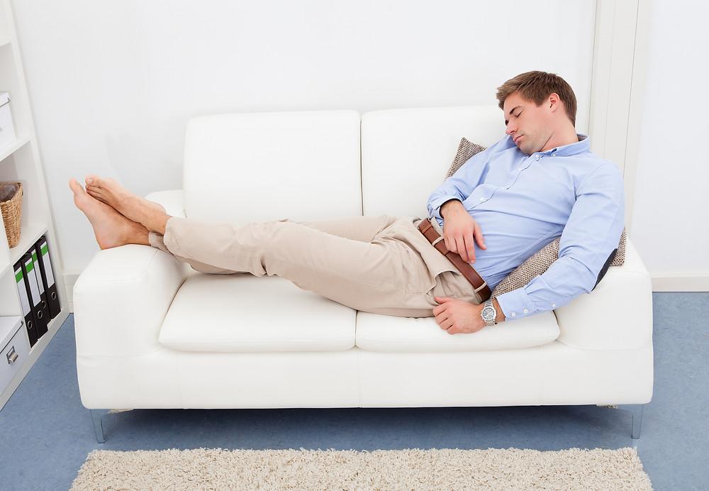 Conseils d'un physio: dormir sur le divan du beau-frère