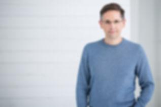 Le physiothérapeute Denis Fortier, auteur et chroniqueur radio/télé