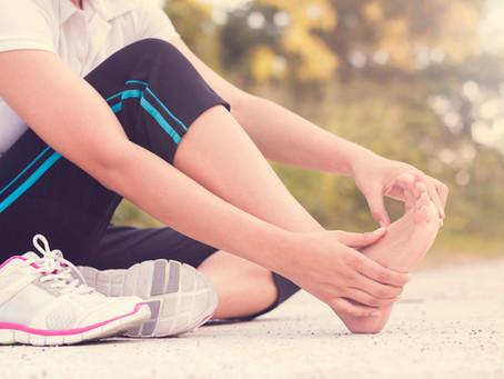 Douleur au pied: 5 choses à savoir pour la soulager efficacement