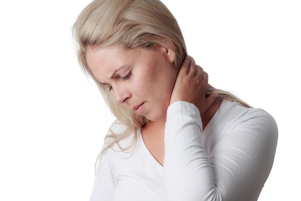 Le physiothérapeute vous donne des conseils pour soulager vos raideurs cervicales