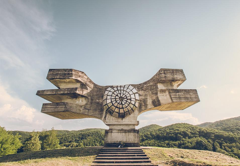 「旧共産遺産」星野藍