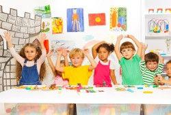 ילדים מציירים בגן הנחייה לצוותים חינוכיי