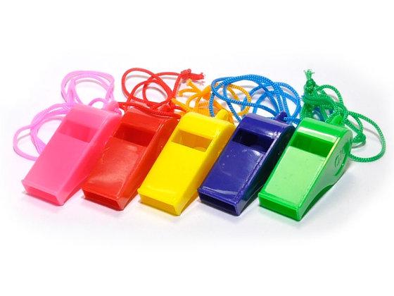 Свисток пластм. на веревке разноцветные