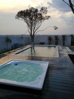 luxury house design - deck pool and jacu