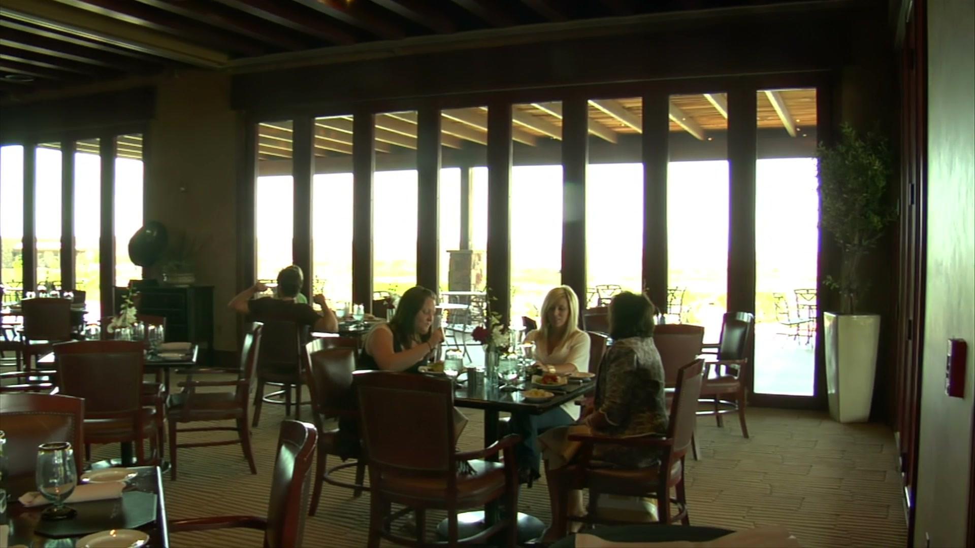 three-ladies-have-lunch-in-restaurant-wi