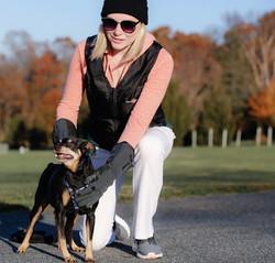 7V Gloves & Vest - walking dog-min