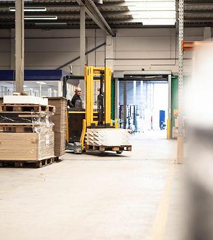 De logistieke afdeling zorgt dat alle producten op de juiste plek staan