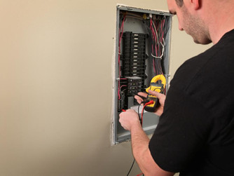 Faulty Electrical Panels: 3 Warning Signs That Tell You to Act Fast