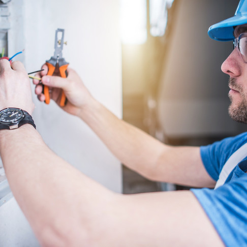 Top 7 Signs It's Time to Call an Electrician