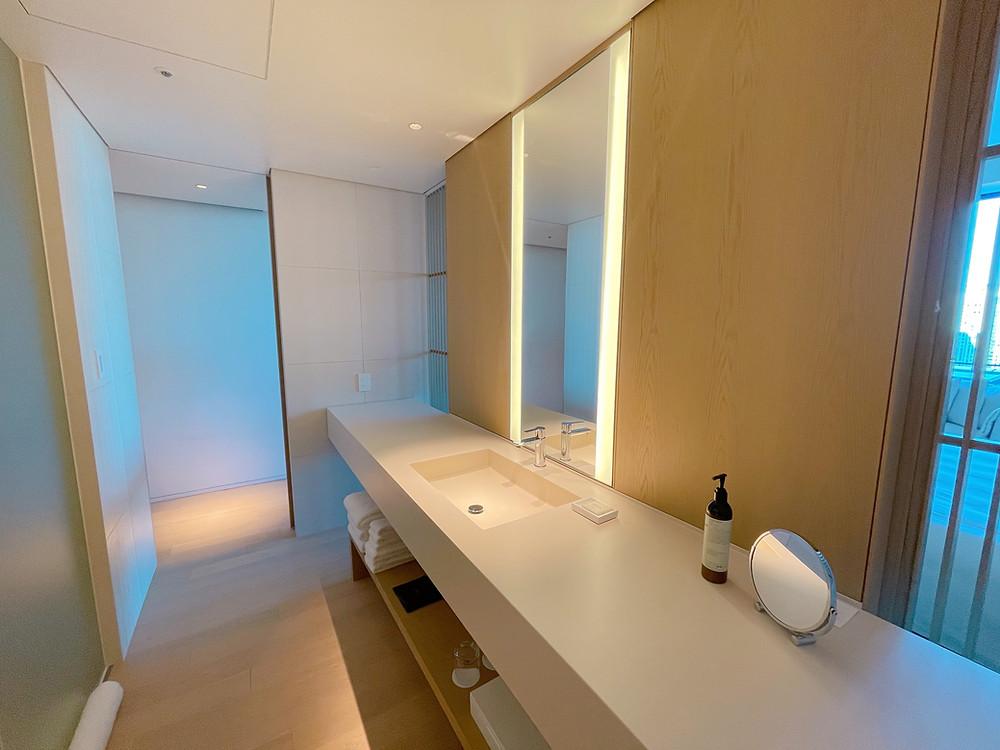 東京エディション虎ノ門の客室「ロフトテラス」の洗面台