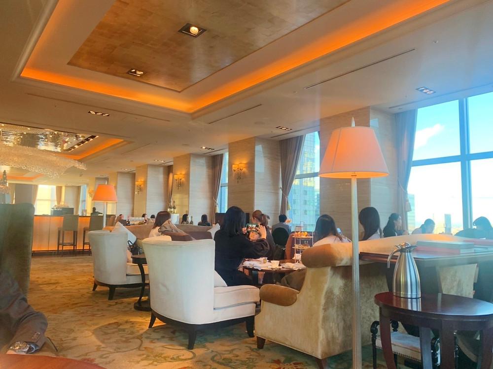 シャングリ・ラホテル東京のザ・ロビーラウンジの様子