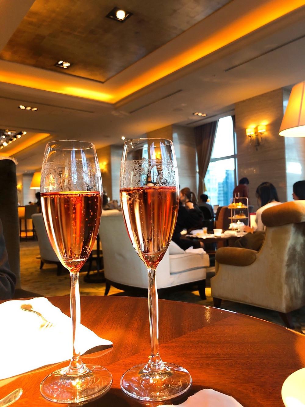 シャングリ・ラホテル東京のザ・ロビーラウンジでのシャンパン