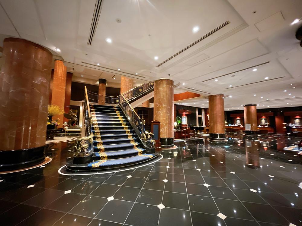 ウェスティンホテル東京の豪華なフロントの様子