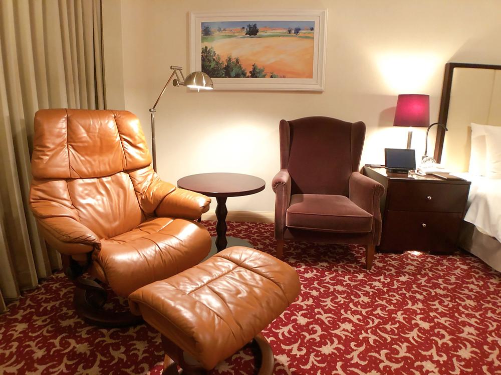 帝国ホテル東京のインペリアルフロアのデラックスルームのサイドチェア