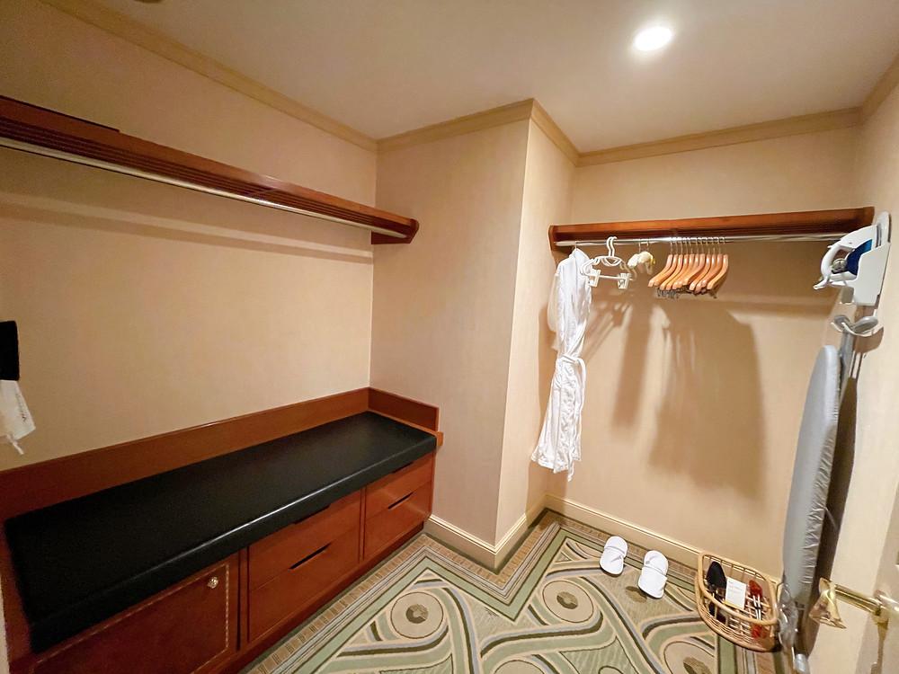 ウェスティンホテル東京のエグゼクティブスイートのウォークインクローゼット