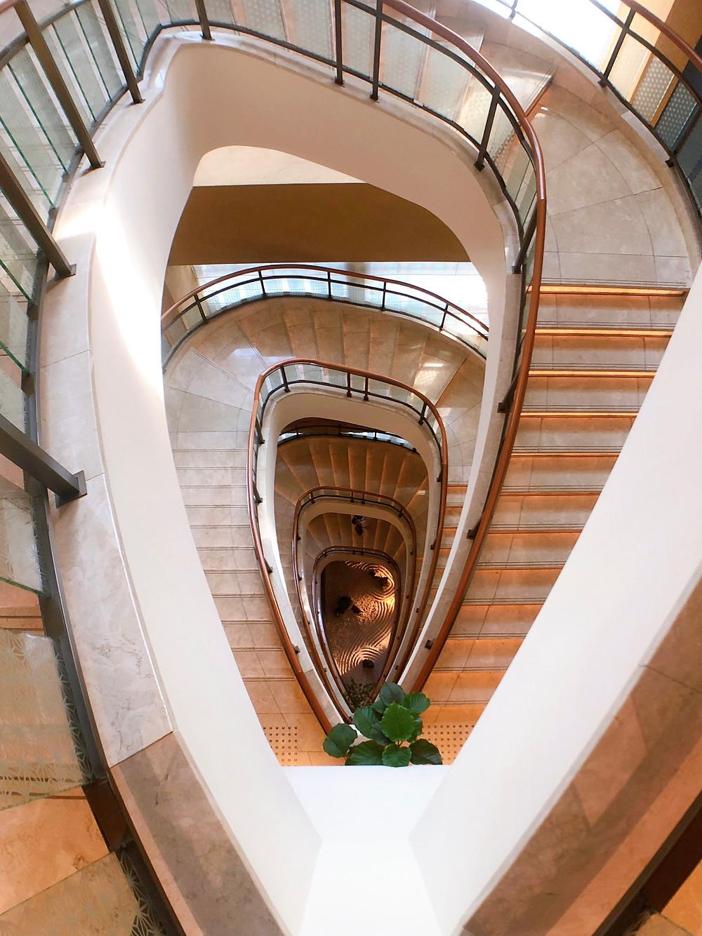 ペニンシュラ東京 螺旋階段