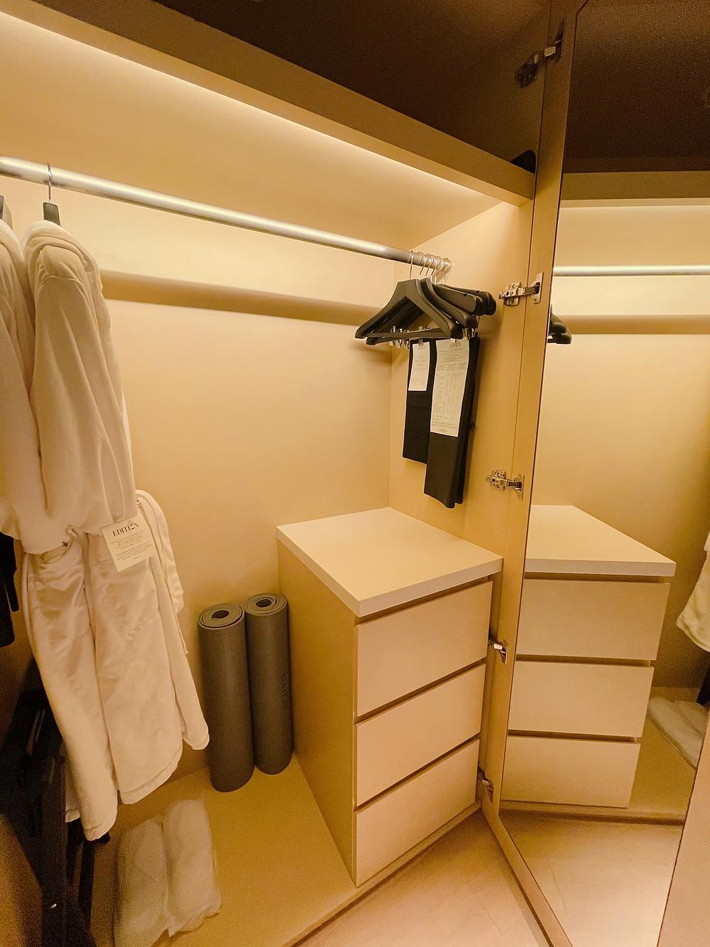 東京エディション虎ノ門の客室「ロフトテラス」のクローゼット