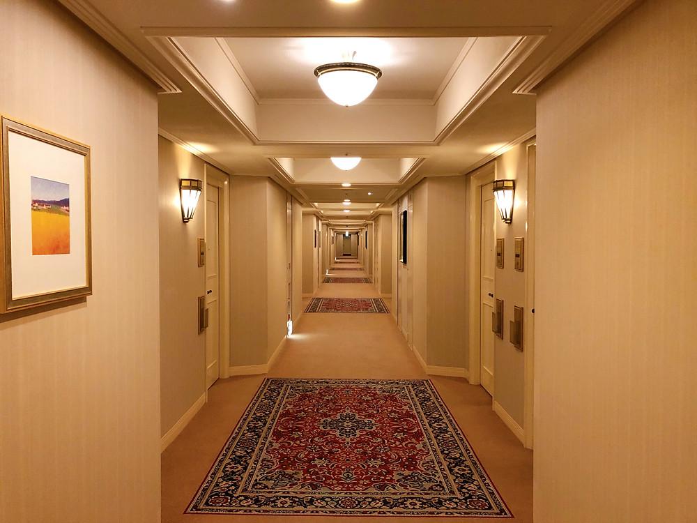 帝国ホテル東京のインペリアルフロアの通路の様子