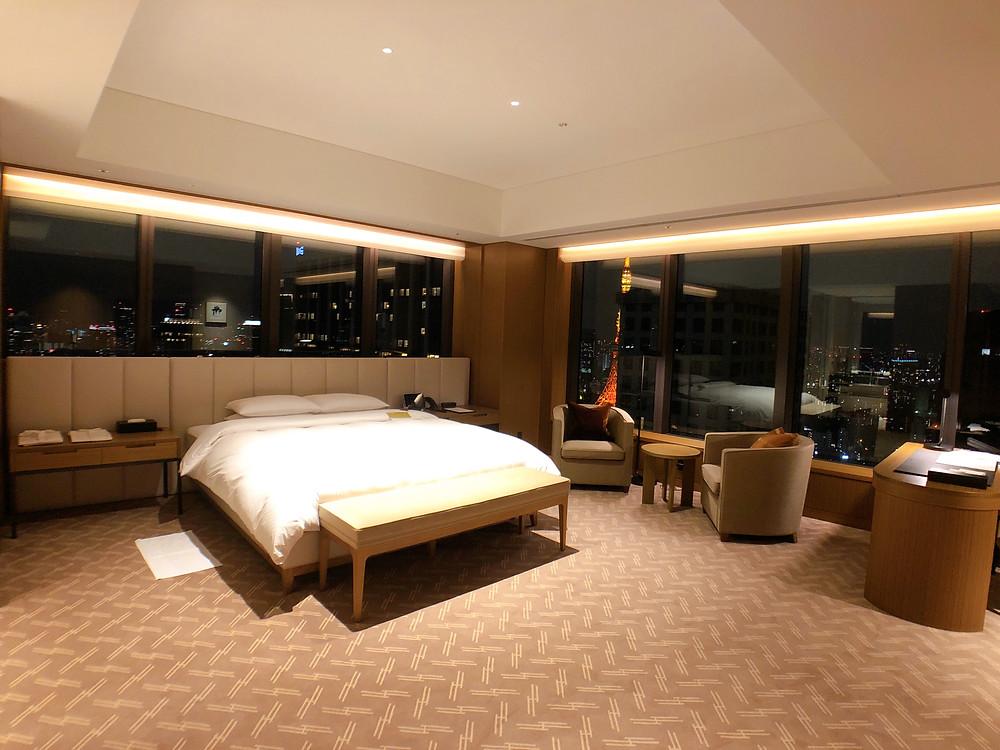 オークラ東京 プレステージタワーの客室「プレステージコーナールーム」の様子