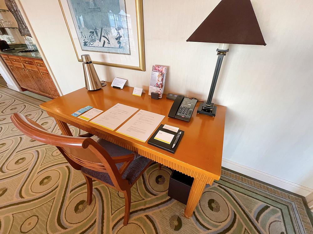 ウェスティンホテル東京のエグゼクティブスイートのデスク