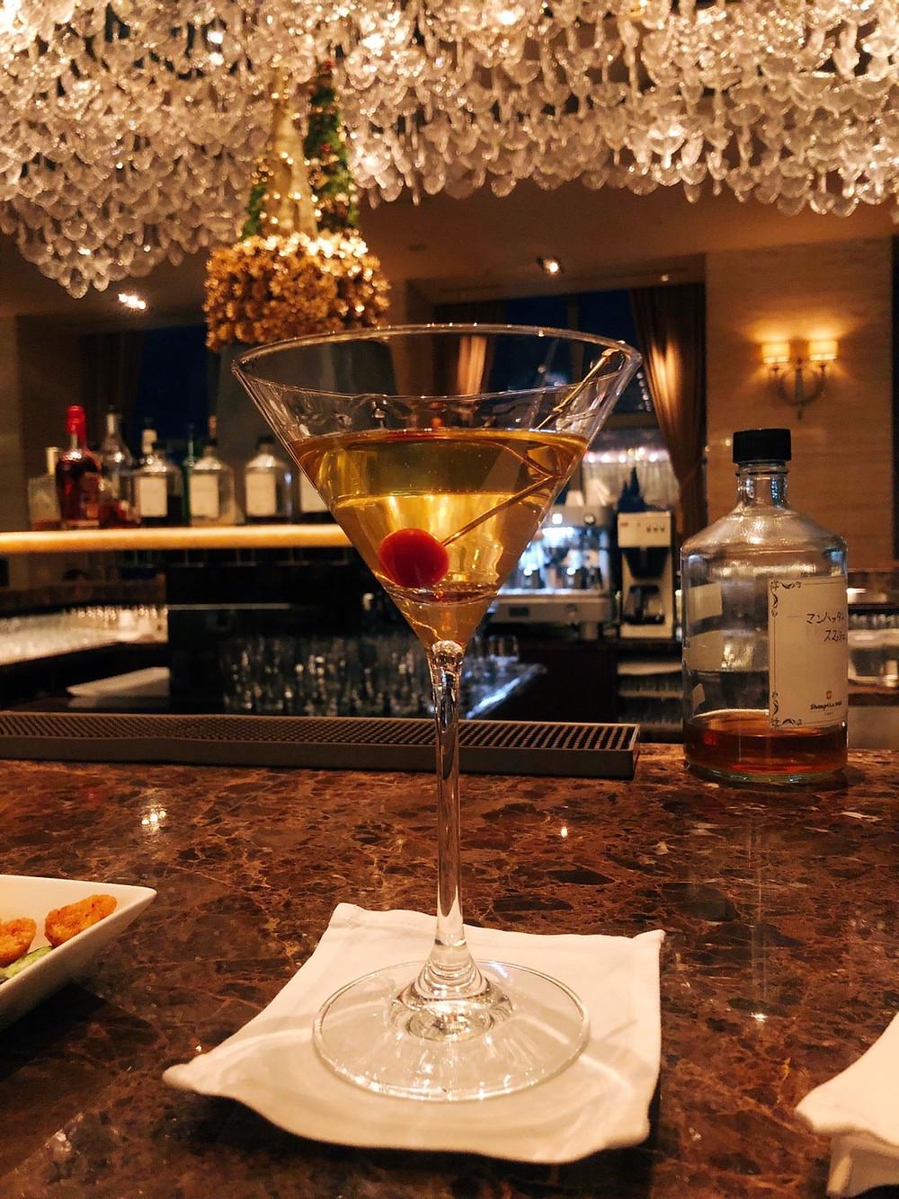 シャングリ・ラホテル東京のザ・ロビーラウンジでのカクテル、シャングリラマティーニ