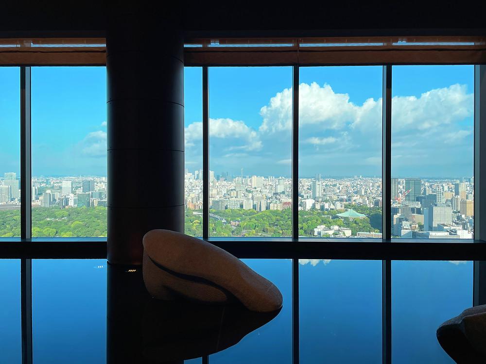 フォーシーズンズホテル東京大手町 フロントの水盤