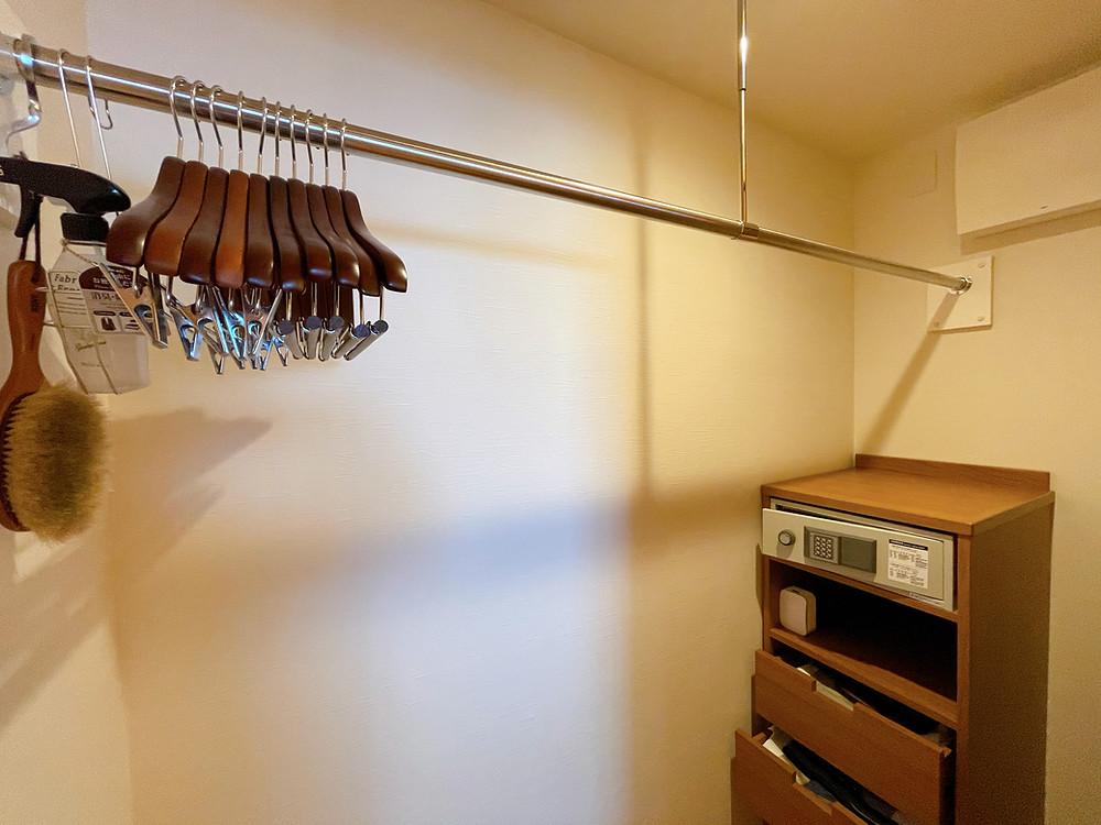 伊豆ホテルリゾート&スパの客室「デラックスツインB1」のクローゼット