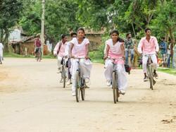 Ind-Warka-GirlsCyclingToSchool (1)