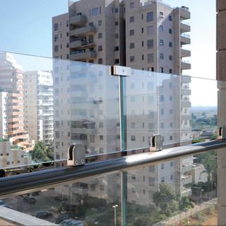 מעקות הגבהת זכוכית - גלאספיקס (1).jpeg
