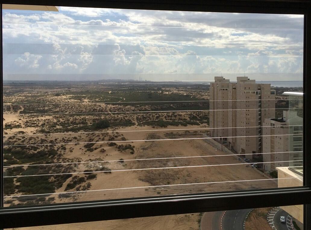 סורגים לחלונות שקופים