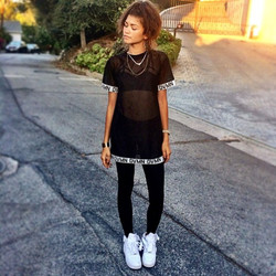 zendaya-coleman-instagram-dvmn-mesh-t-shirt-charlotte-russe-bralette_zps94322f20