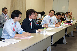 労務単価の調査、引き上げを求める交渉参加者